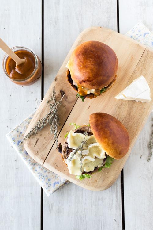 burger agneau camembert sauce piment d'espelette et thym