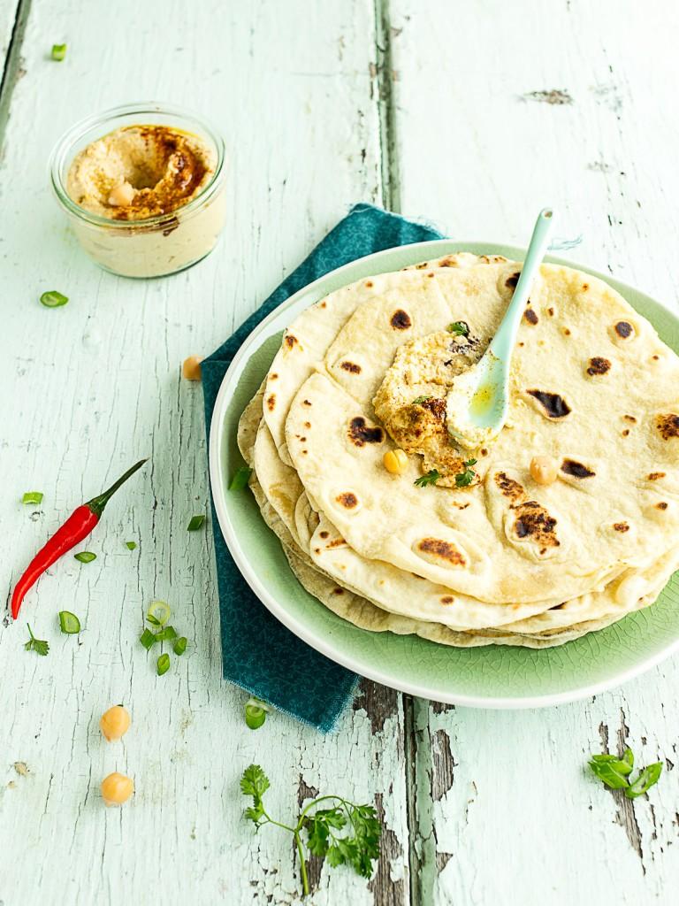 Tortilla au Poulet Épicé, Houmos & Mangue
