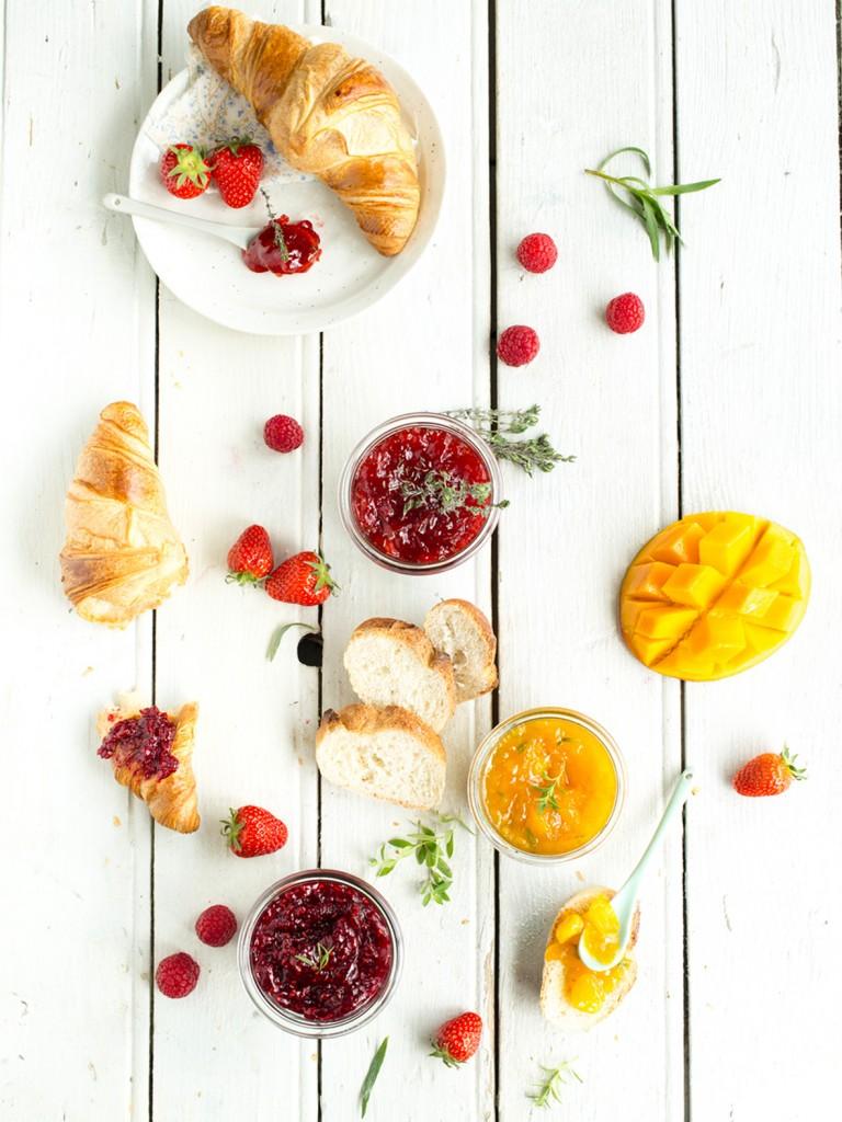 confitures maison aux herbes fraiches - fraise-hym, framboise-estragon, mangue-verveine